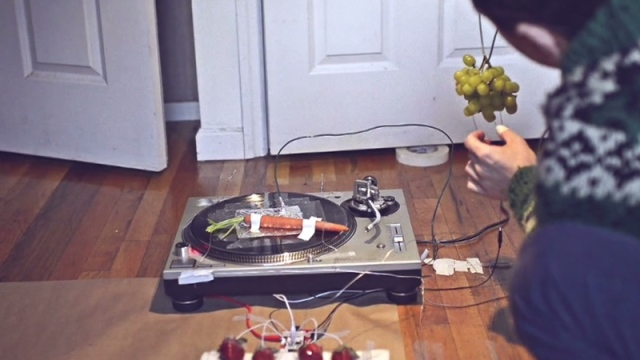 j.viewz plays music with fruit, vegetables, & MaKey MaKey