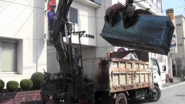 Japanese garbage truck with a giant claw