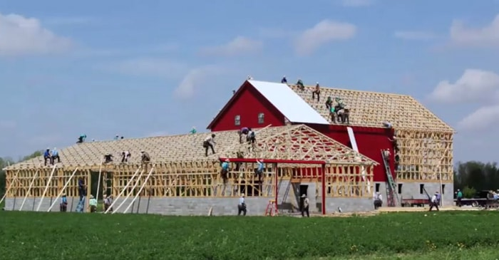 Amish barn raising building a barn in one day the kid for Amish home construction