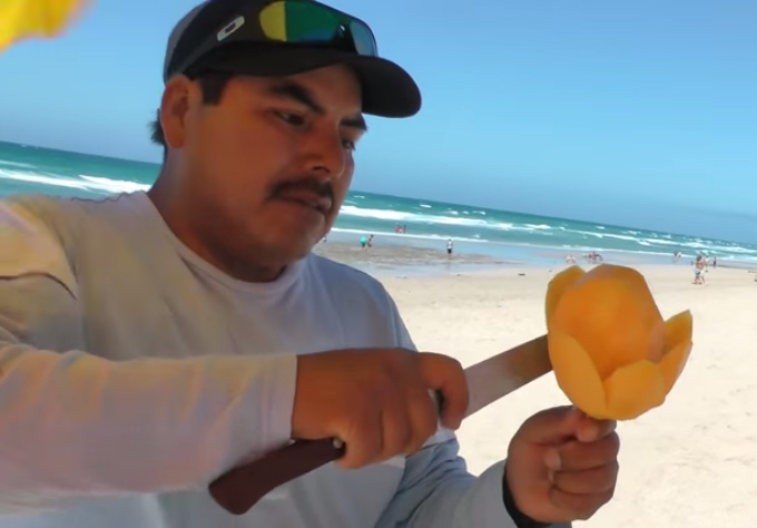 how to eat a mango mexican style