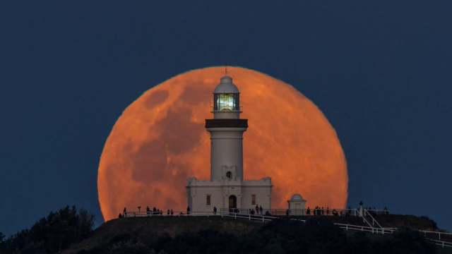 A blue moon rises over Cape Byron Lighthouse in 1,038 images
