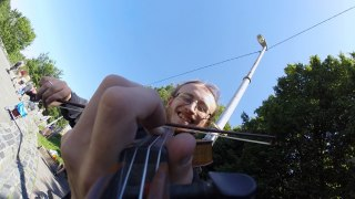 Speedy street violinist, an up close look at how a violin is played