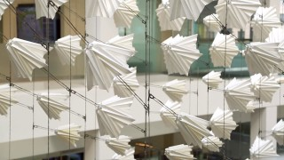 Diffusion Choir, a flock of 400 kinetic origami elements