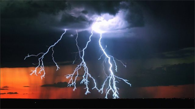 Transient – Lightning storms captured in 4K at 1,000 fps