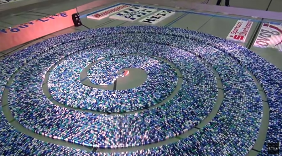 275,000 dominoes
