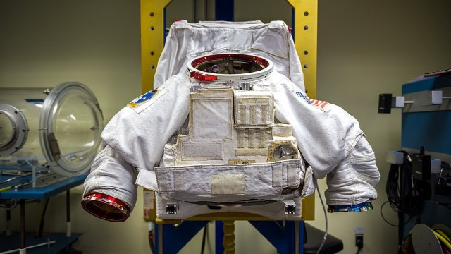 How Astronauts Put on Space Suits – Tested