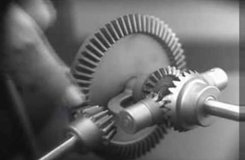 How the differential gear works and why we need them in our cars