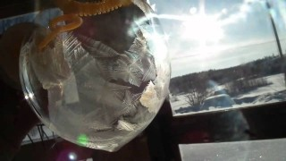Bubble freeze: Ice crystals form on a bubble in just a few seconds