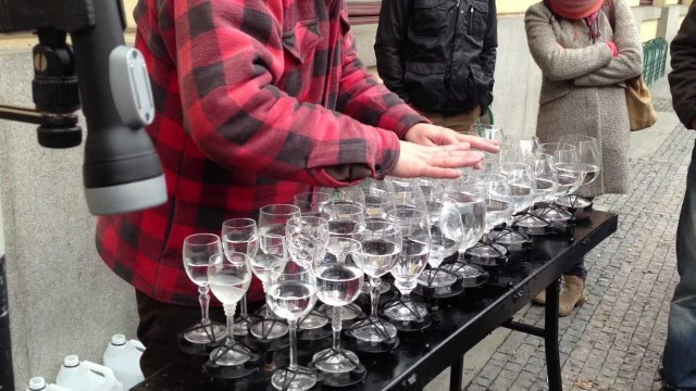 Leonard Cohen's Hallelujah on a Glass Harp