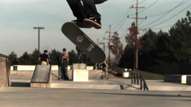 Robbyn Magby: 720 double kickflip in slow motion