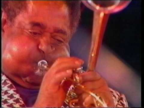Dizzy Gillespie live on stage: Salt Peanuts