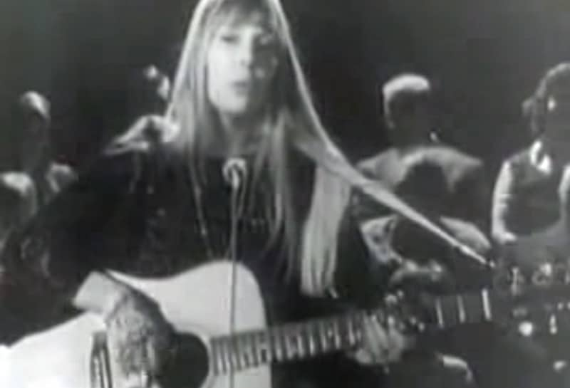 Joni Mitchell sings The Circle Game