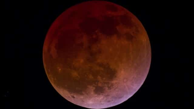 Blood Moon Lunar Eclipse, both time lapse and real time videos