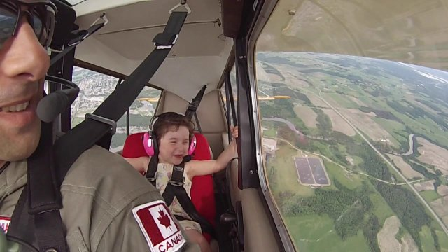 Four-year-old Léa's first aerobatic flight with her pilot father