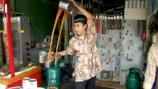 The Tea Twister – The science behind Teh Tarik (pulled tea)