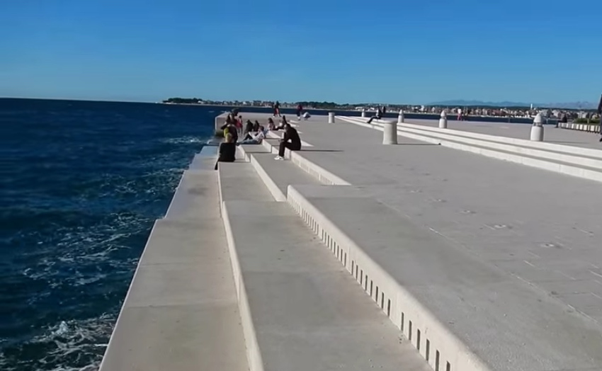 A view of the singing steps on the sea
