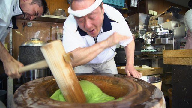 Pounding Mochi with the Fastest Mochi Maker in Japan