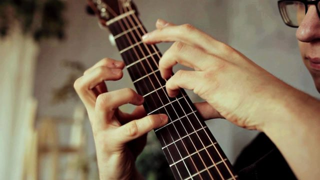 Percussive fingerstyle performances of Take on Me and Billie Jean