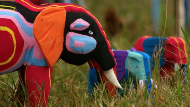How colorful animal sculptures are made from upcycled flip-flops