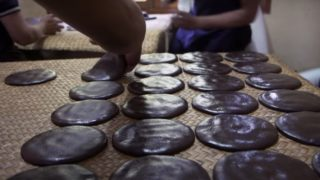 The ancient Mayan tradition of chocolate making