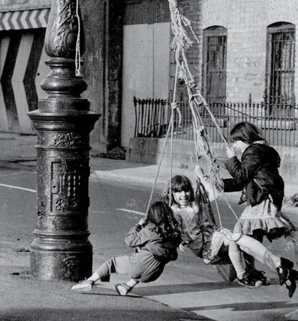 dublin children playing on city lamp posts after world war two