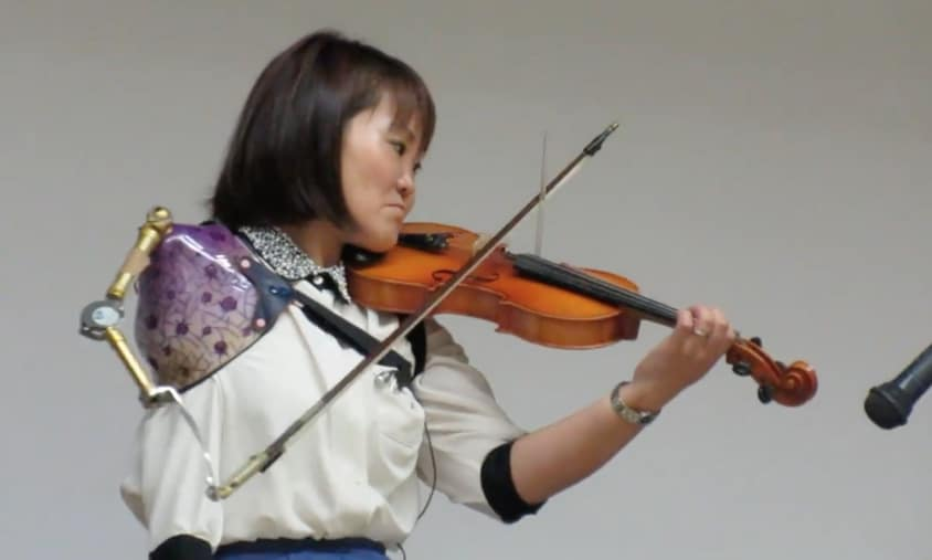 manami ito plays violin with her prosthetic arm the kid should see