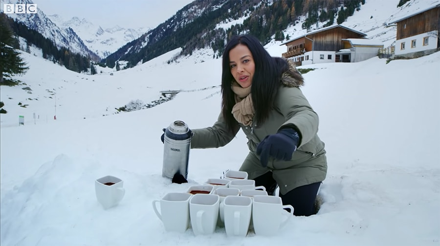 liz bonnin pouring hot chocolate