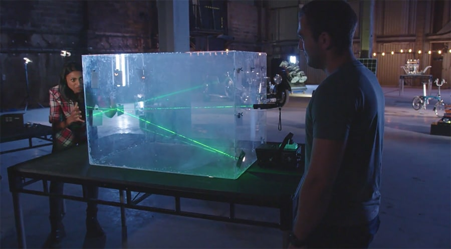 laser reflecting across multiple mirrors