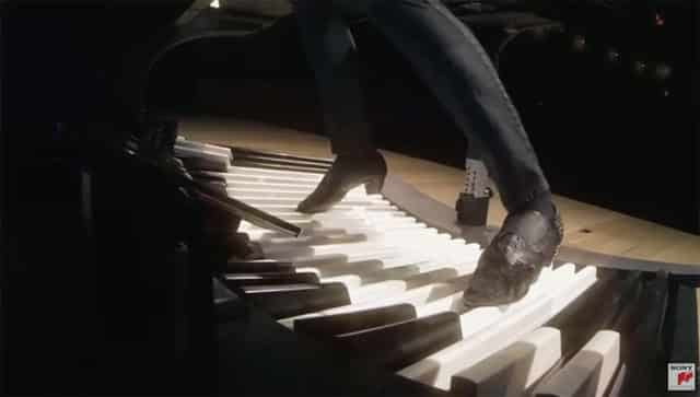 Cameron Carpenter - playing the organ with his feet